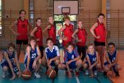 Brązowe medale mistrzostw powiatu wywalczyły nasze obie drużyny koszykarskie.
